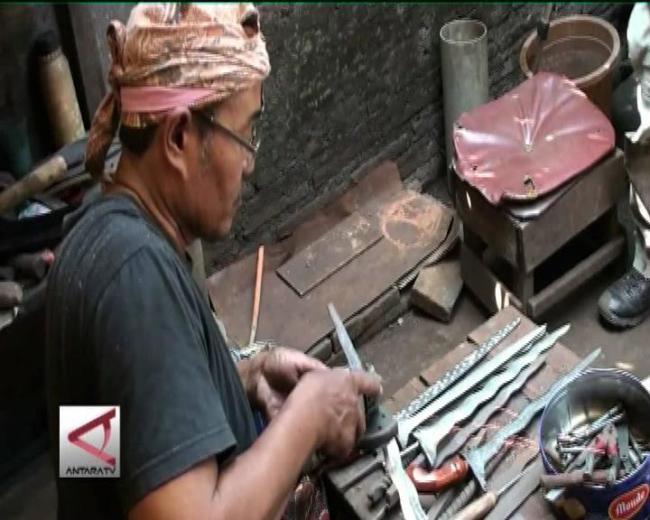 Subandi, Pelestari Tradisi Pembuatan Keris