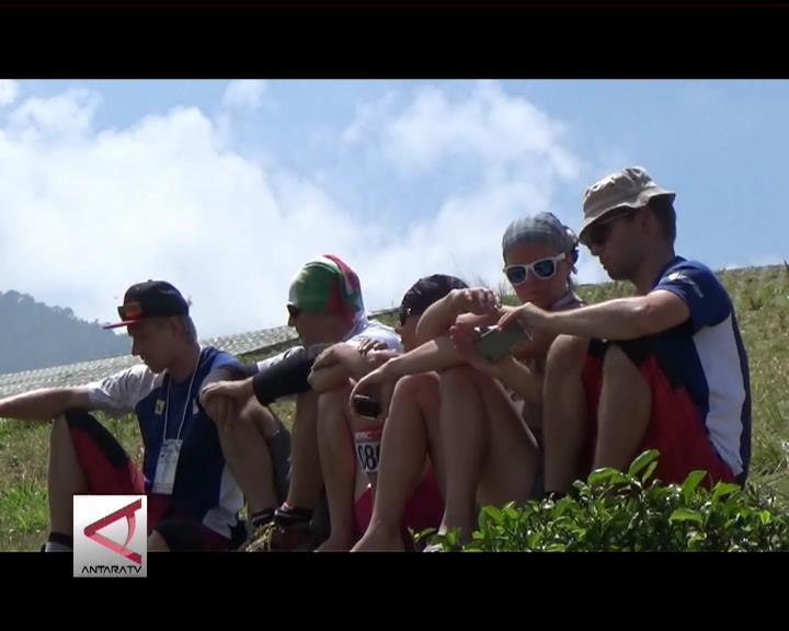 Puncak, Spot Paralayang Favorit Turis Asing