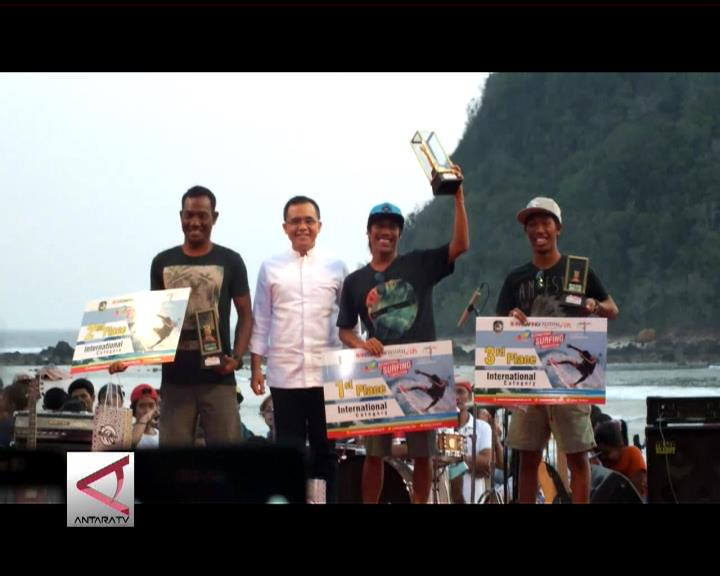 Indonesia Borong Gelar Juara Selancar