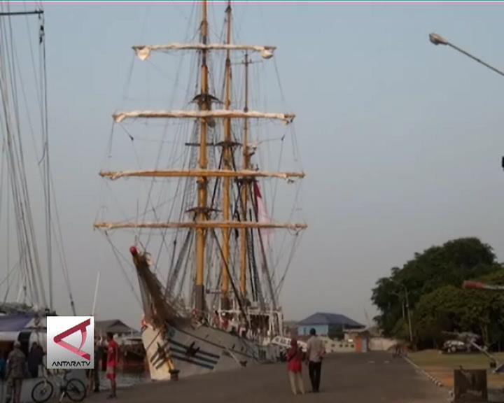 sultra, Saat Berlabuh, KRI Dewaruci Ramai Dikunjungi, sail tomini
