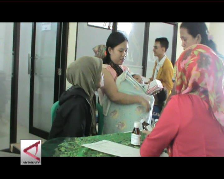 Pengobatan Gratis di Kampung Nelayan Malabro