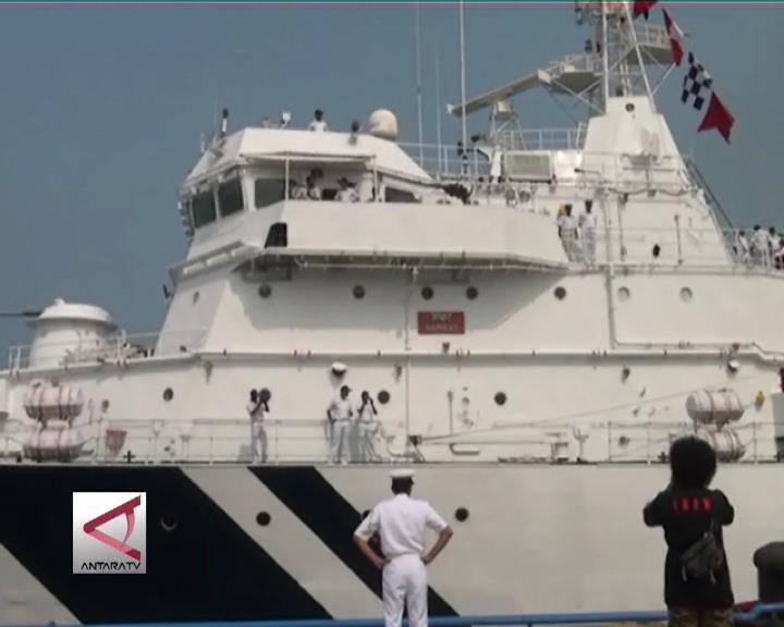 Kapal Patroli Laut India Kunjungi Makassar