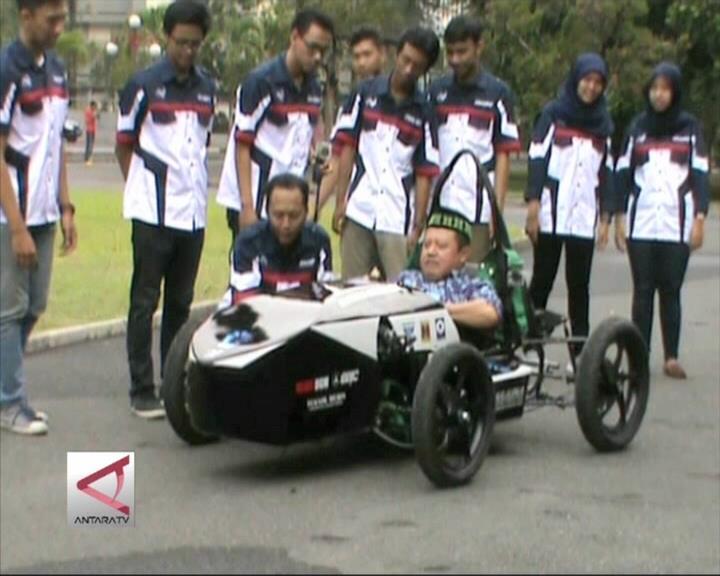 Mobil Listrik Karya UGM Dicoba Wakil Rektor