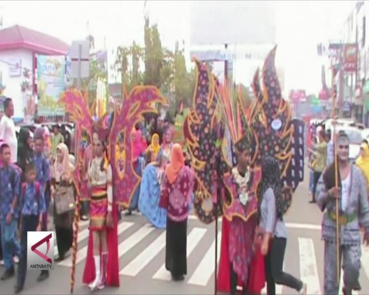 Pawai Batik Besurek Pecahkan Rekor Muri