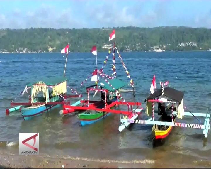 Lomba Perahu Hias Meriahkan Hari Armada