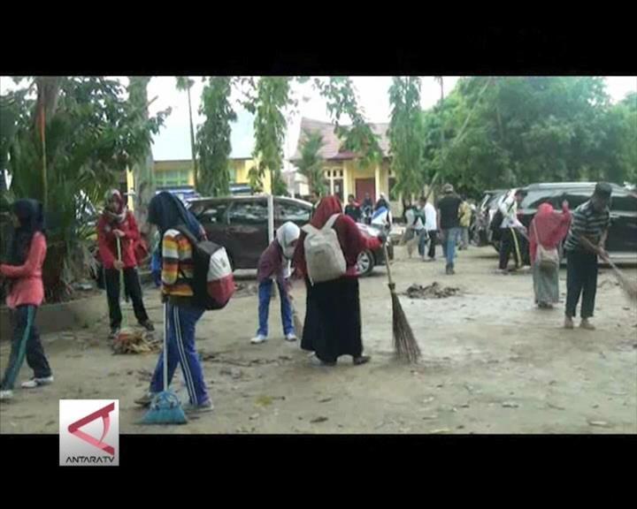 Gotong Royong Bersih Dusun Pasca Banjir