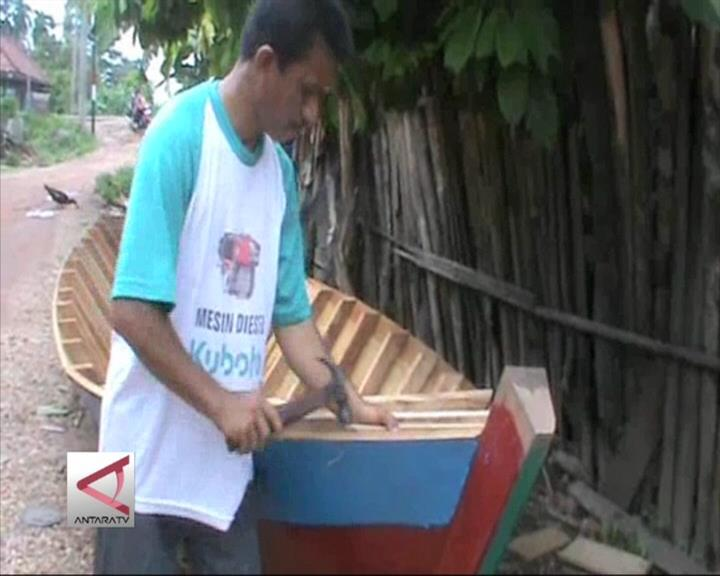 Banjir Berkah Bagi Perajin Perahu