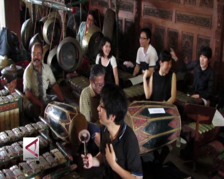 Menikmati Alunan Gamelan Mahasiswa Jepang
