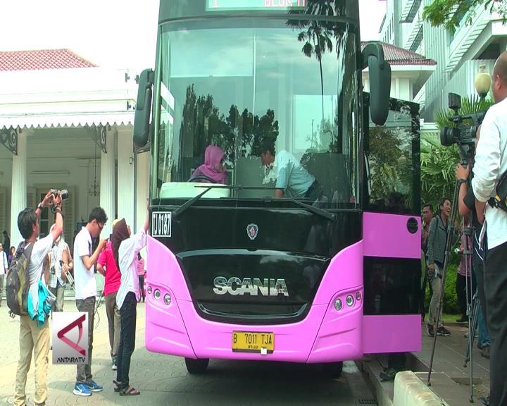 Transjakarta Luncurkan Bus Pinky