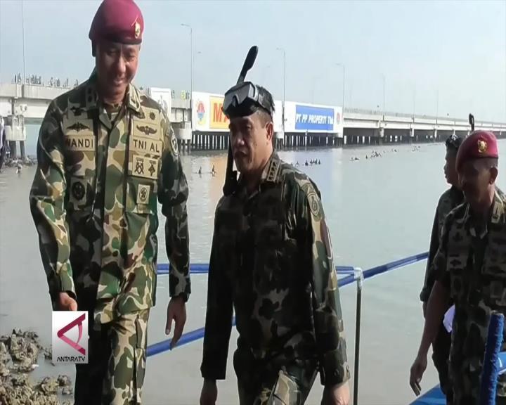 2.000 Marinir Berenang Lintasi Suramadu