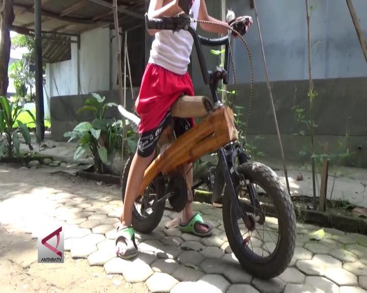 Sepeda Bambu Karya Warga Magetan