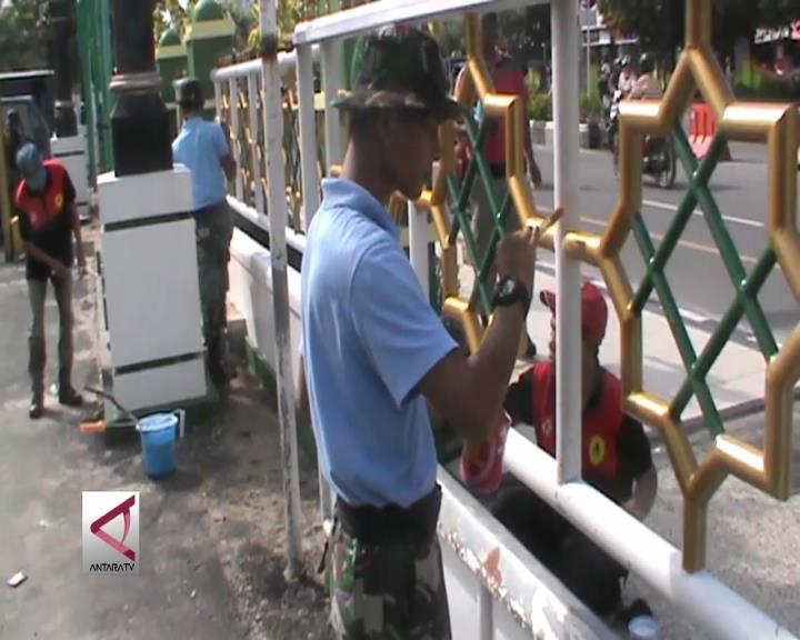 80 Personel Gabungan TNI Bersihkan Masjid