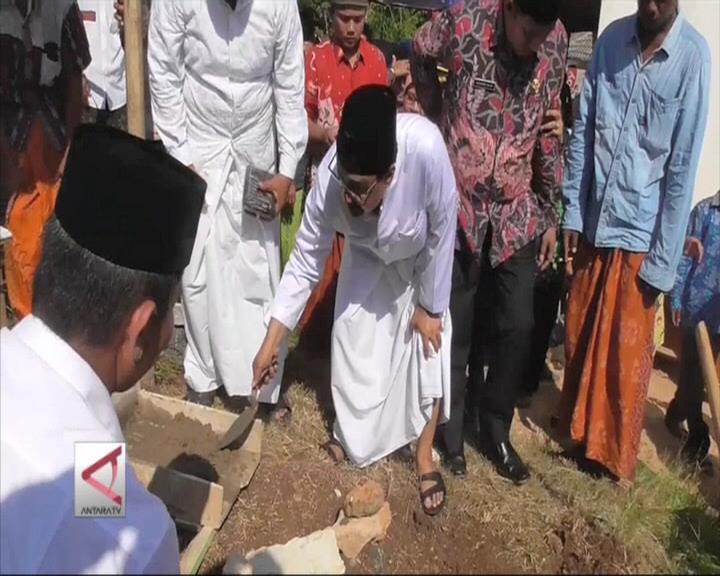 Wagub Jatim Letakkan Batu Pertama SMP di Pulau Terpencil
