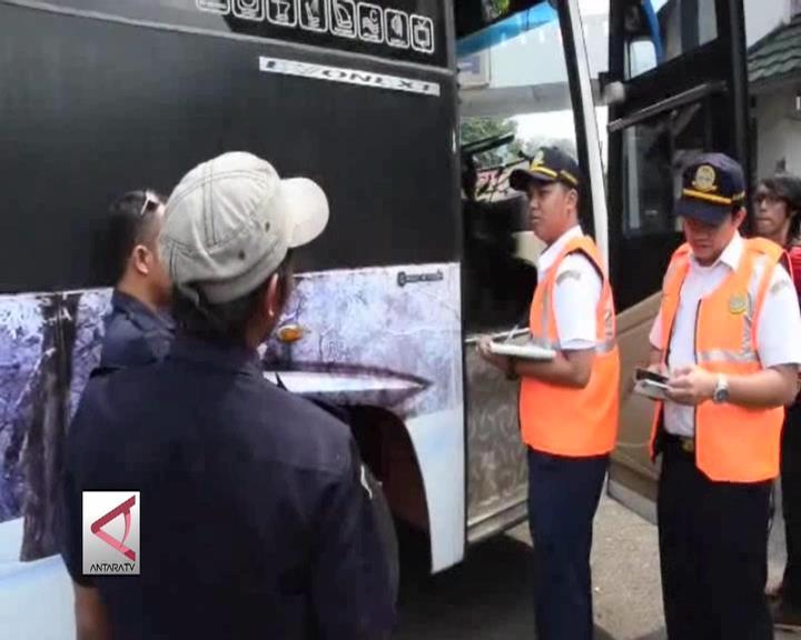 Puluhan Bus Tidak Layak Jalan Ditilang