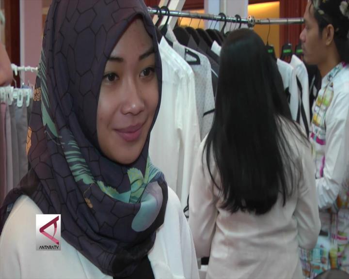 Desainer Muda Kembangkan UKM Busana Muslim