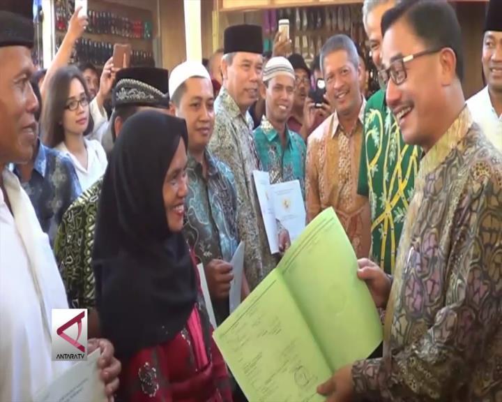 PKL di Semarang Terima Sertifikat HGB