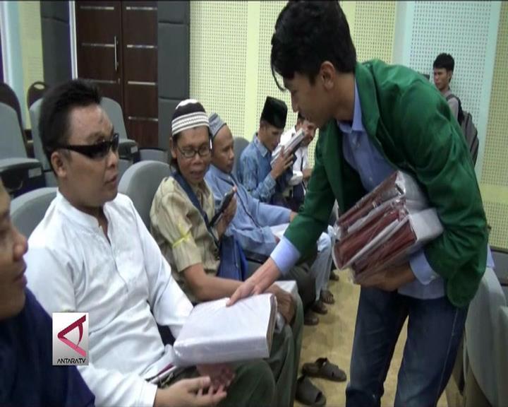 UIN Yogyakarta Bagikan 350 Alquran Braille Digital