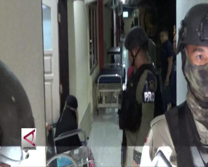 Pemeriksaan Istri Santoso Tunggu Perawatan Medis