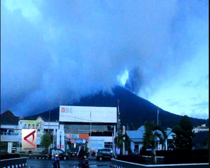 Gamalama Meletus, Bandara Ternate Ditutup