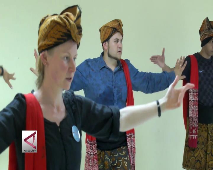 Mahasiswa Lima Negara Pelajari Budaya Indonesia