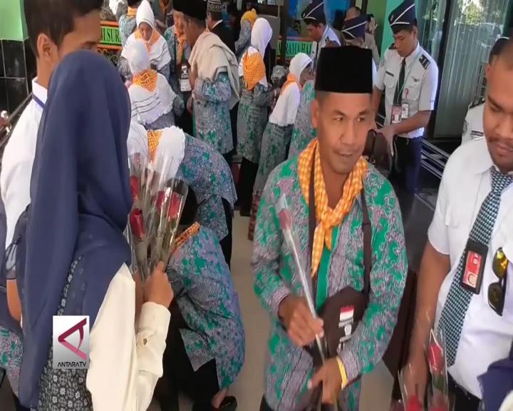 Mawar Merah Untuk Calon Haji Sumenep