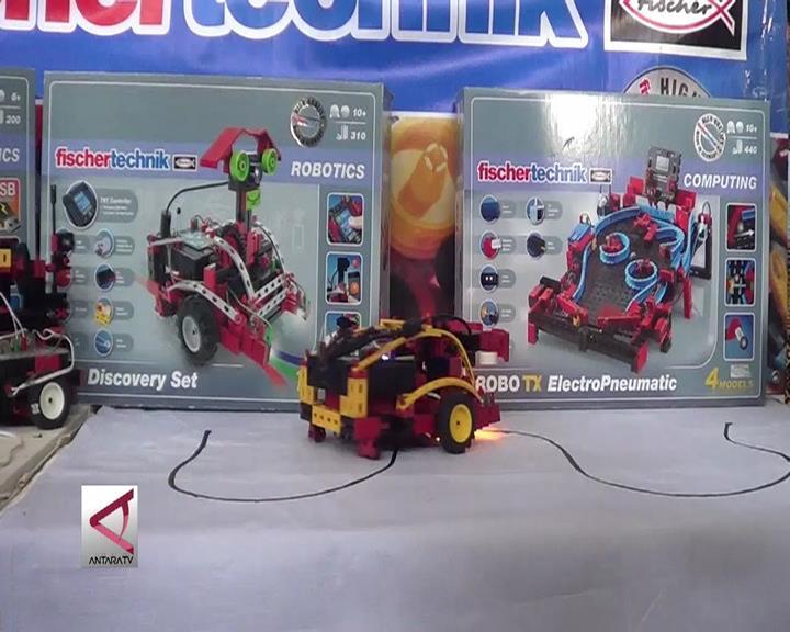 Saat Berbagai Robot Karya Pelajar Pekalongan Berlaga