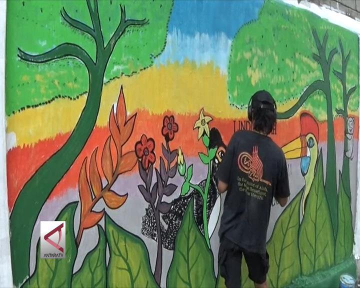 Kampanye Lingkungan Seniman Mural Palu