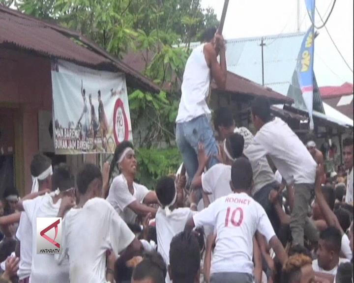 Abdau, Tradisi Berebut Bendera Kemenangan
