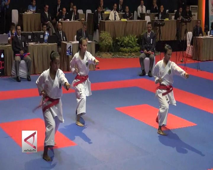 Karateka Jabar Sumbang Emas di Kata Beregu Putri