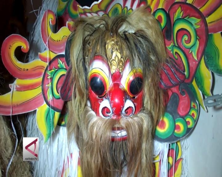 Barong Using dan Bali Karya Pemahat Difabel