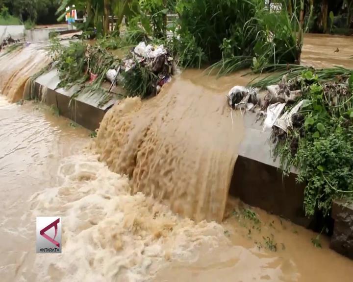 Tanggul Jebol, Banjir Rendam 7 RW di Semarang