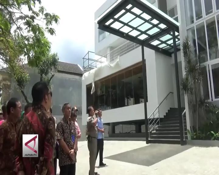 Walikota Bandung Segel Bangunan Mewah Ilegal
