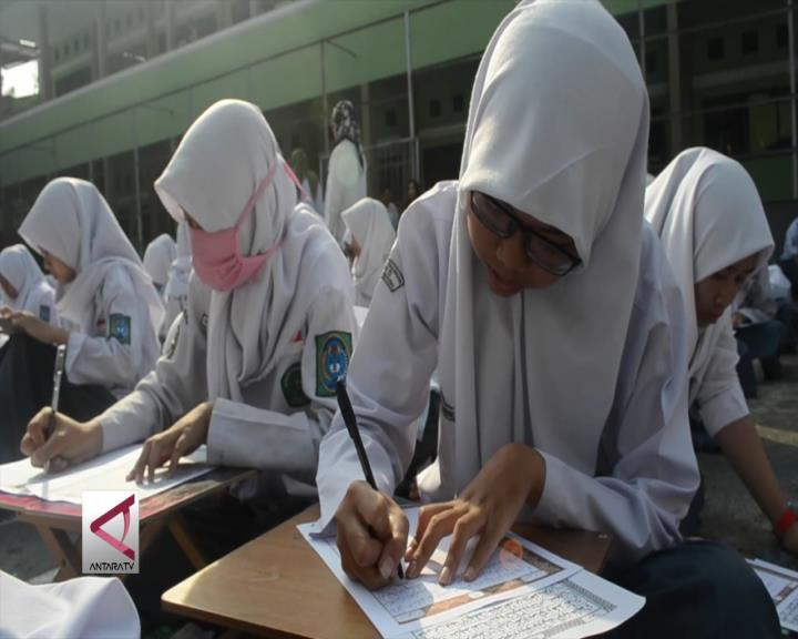 Gerakan Massal Menulis Mushaf Al Quran