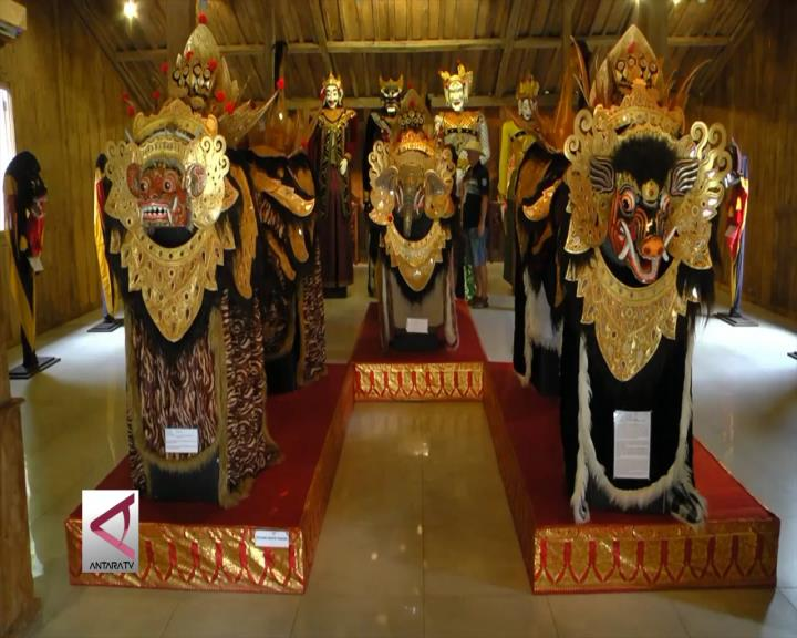 Mengenal Budaya Nusantara di Rumah Topeng