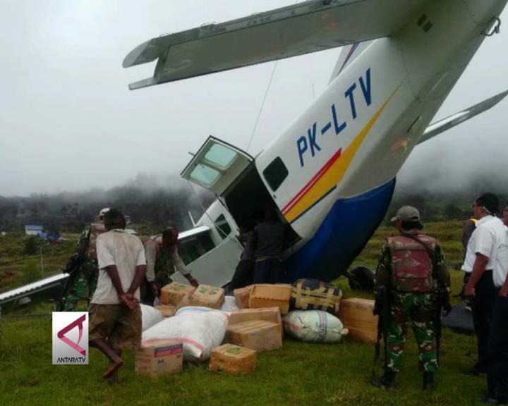 Pesawat Pengangkut Sembako di Papua Tergelincir