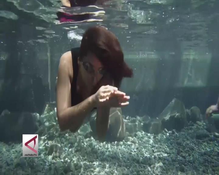 Berburu Foto Bawah Air di Umbul Manten