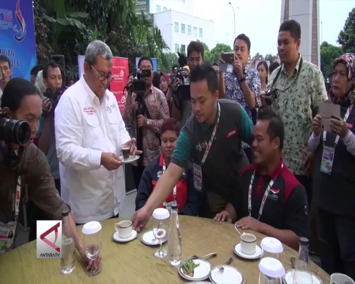 Gubernur Jamu Atlet Difabel Pencetak Rekor