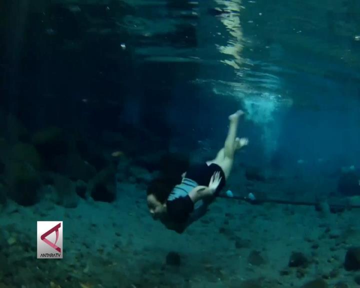 Segarnya Berenang di Sumber Air Mineral