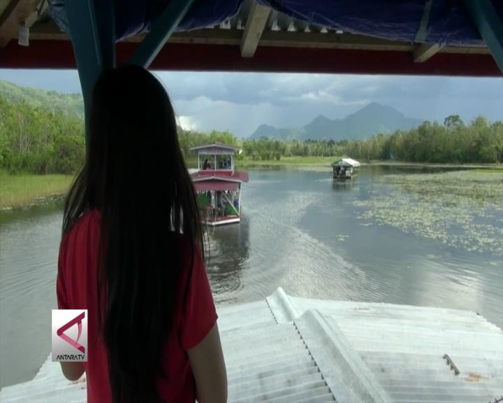 Menikmati Keindahan Danau Aur dari Atas Kapal