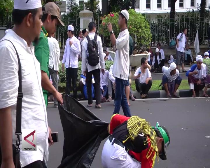 Massa Demo Cintai Kesehatan dan Kebersihan