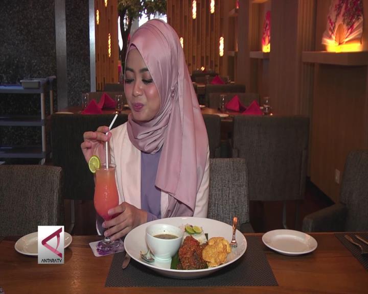 Makanan Tradisional di Resto Internasional