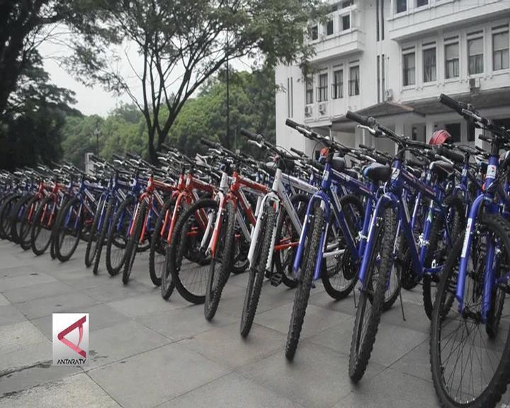 Pemkot Bandung Bagikan 290 Sepeda Kepada Pelajar