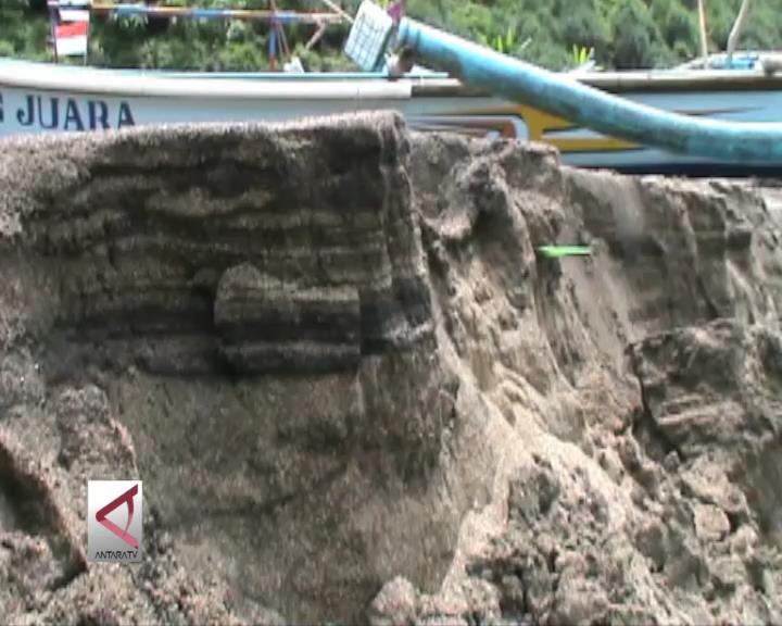 Banjir Sungai Bawah Tanah Picu Abrasi Pantai Baron