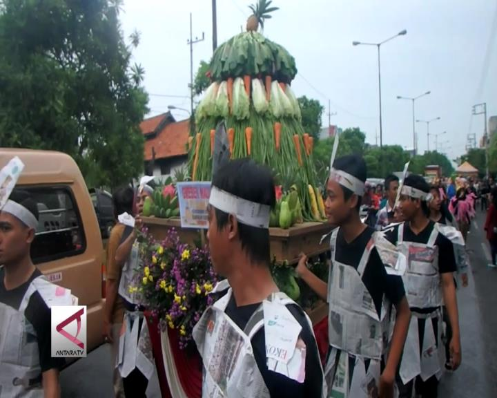 Warga Rungkut Surabaya Gelar Grebeg Maulud