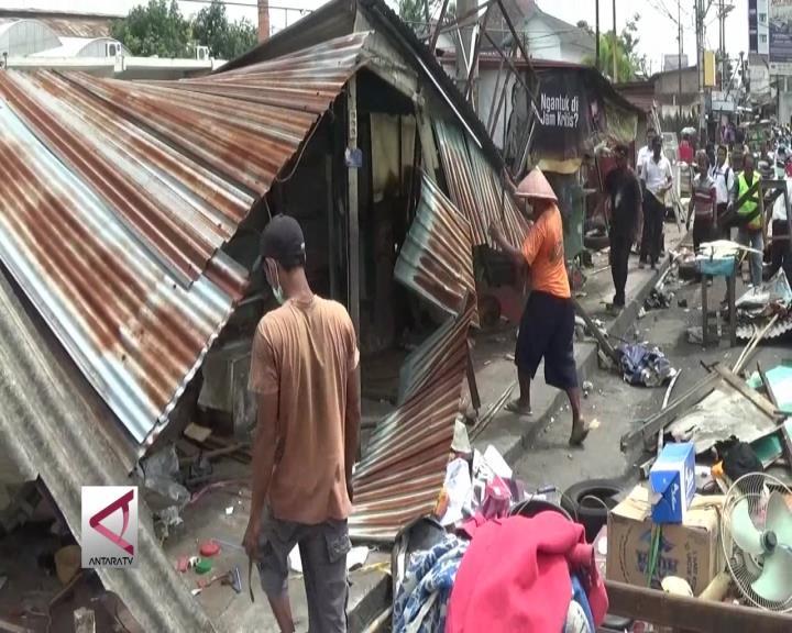 PT KAI Daop 6 Yogyakarta Tertibkan Lapak PKL