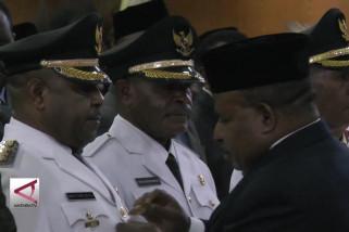 Gubernur Papua Lantik  Dua  Kepala Daerah Terpilih