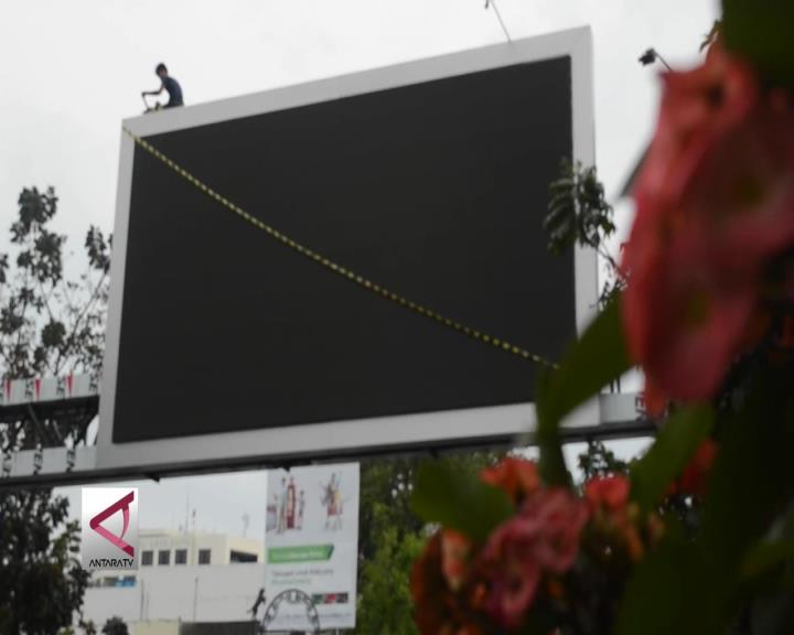Pemkot Bandung Segel Reklame dan Videotron