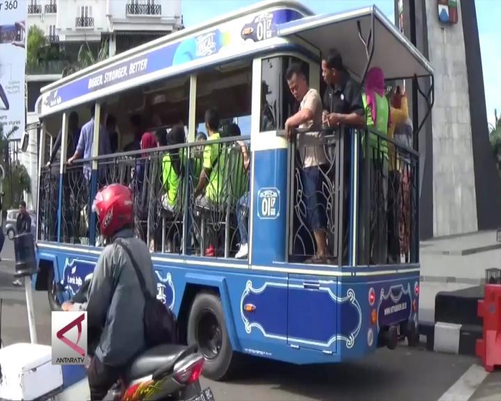 Keliling Kota Dengan Bus Wisata Uncal