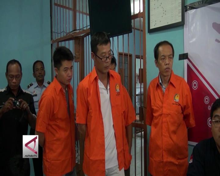 Imigrasi Palembang Bawa 7 TKA Ilegal Tiongkok