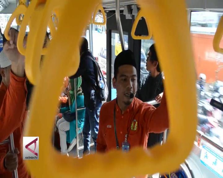 Bus Kota di Bandung Difasilitasi Seorang Da'i